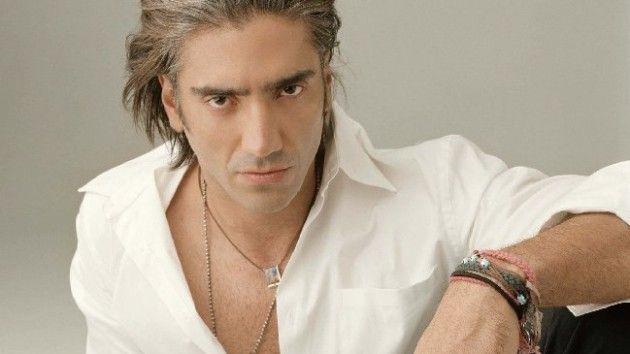 ¿Qué carrera universitaria tiene el cantante Alejandro Fernández?