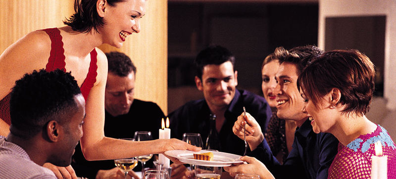 Quedas con tus amigos, ¿A dónde irías a cenar?