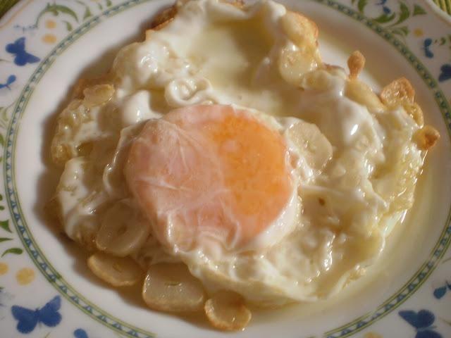 Un huevo frito (46 gramos aprox.)