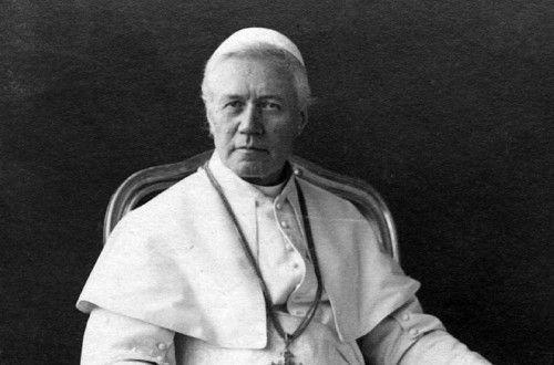 ¿Cuántos años y días fue Papa Pío X?