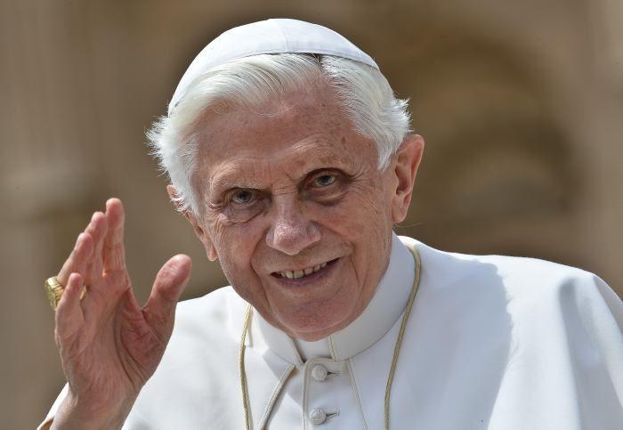 ¿Cuántos años y días fue Papa Benedicto XVI?
