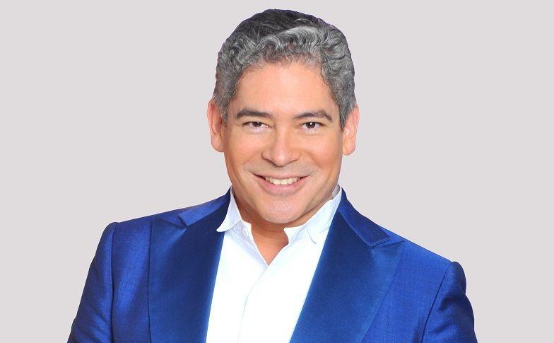 ¿Tiene 50 o más de 50 años el presentador de tv y escritor Boris Izaguirre?