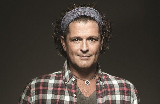 ¿Tiene 50 o más de 50 años el cantante Carlos Vives?