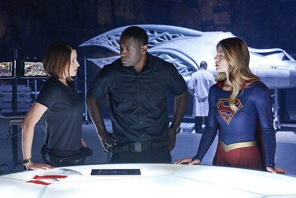 ¿A quién encuentra Supergirl en el último capítulo en una de las cápsulas de Krypton?