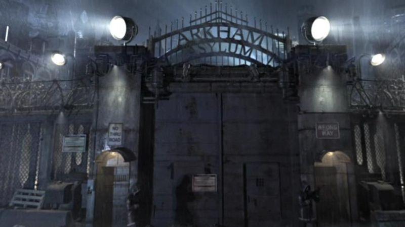 ¿Con qué doctor coquetea para entrar en Arkham Asylum?