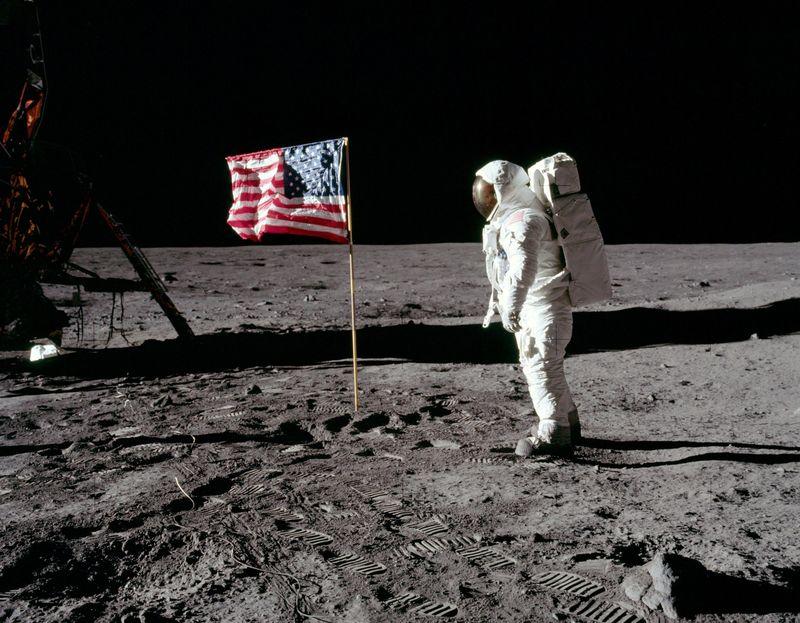 El alunizaje del Apolo 11 fue un fraude para evitar la derrota estadounidense en la carrera espacial.
