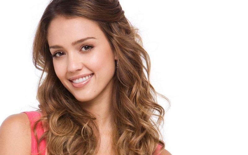 ¿Qué edad tiene Jessica Alba?