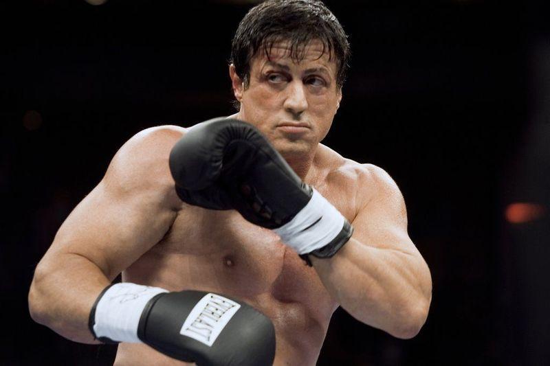 ¿Cómo es que Rocky puede volver a pelear en Rocky Balboa (2006)? (teniendo en cuenta su condición)