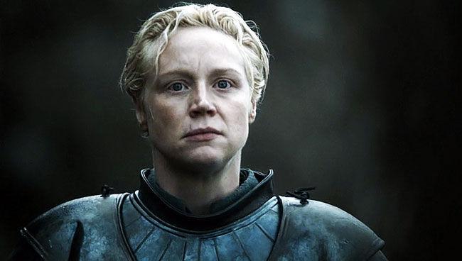 Durante la búsqueda de Brienne, a cuáles Titiriteros Sangrientos asesina en Los Susurros con ayuda de Podrick Payne?