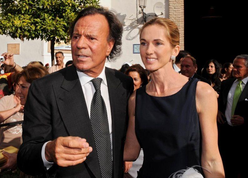 ¿Cuántos años se llevan de diferencia Julio Iglesias y Miranda Rijnsburger?