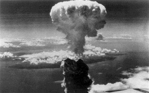 ¿En qué fecha tiene lugar El Lazamiento de la bomba atómica sobre Hiroshima, Japón?