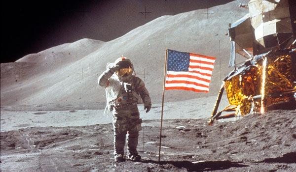 ¿En qué fecha tiene lugar la llegada del hombre a la luna?