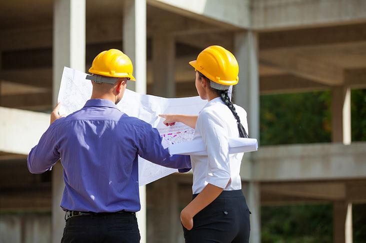 A la h. de encontrar trabajo,¿quién tiene más dificultades para ello,el hombre o la mujer? (excepto los que son por oposiciones)