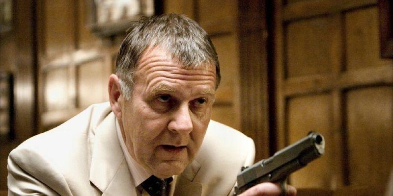 Ahora te enfrentas a un mafioso muy poderoso. Sabes que entregarlo a la policía no servirá de nada ¿Qué haces?