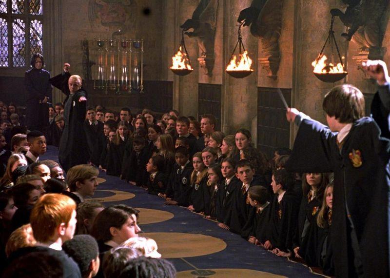 Gilderoy Lockhart ha organizado un duelo en clase, ¿qué hechizo escogerías para ganarlo?