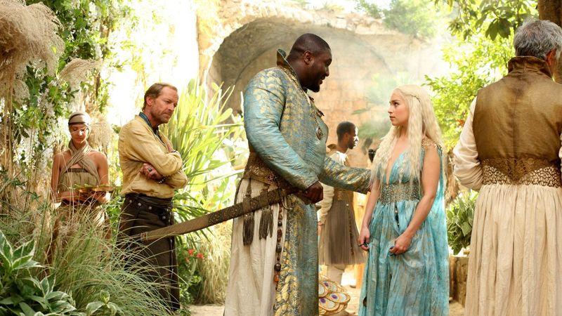 Cuando Daenerys se encuentra en Qarth una pareja de Jogos Nhai le hacen un regalo para honrarla. ¿De qué regalo se trató?