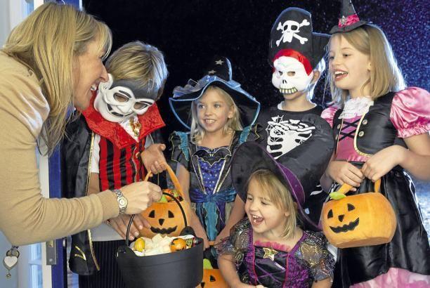 ¿Por qué en Halloween los niños piden dulces y golosinas y no otra cosa?