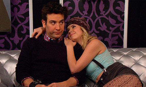 ¿Cuál es el nombre de la media hermana de Barney con la que sale Ted en la octava temporada?