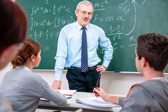 Te das cuenta que la gente no escucha al profesor cuando de repente ¡suelta una pregunta de examen que valdrá 4 puntos!