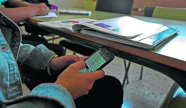 Has sacado el móvil. Te distraes un rato. ¿Qué sueles ver en el móvil?