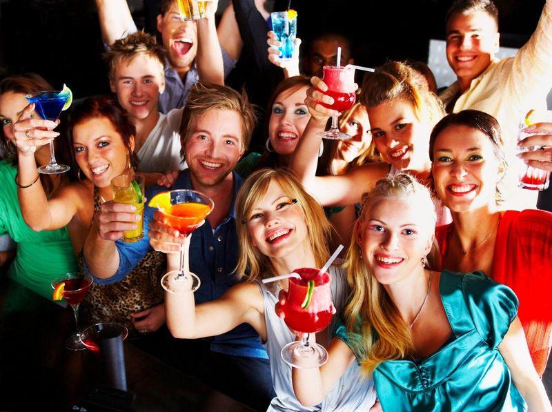 Te invitan a la casa de un amigo/a para pasar la noche, ¿cómo te comportas?