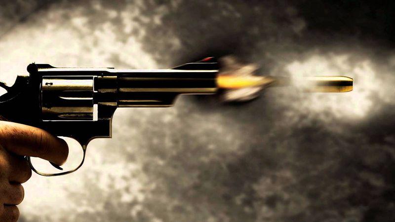 ¿Conseguirás esquivar los disparos del guardia? Elige hacia qué lado moverte para evitar las balas.
