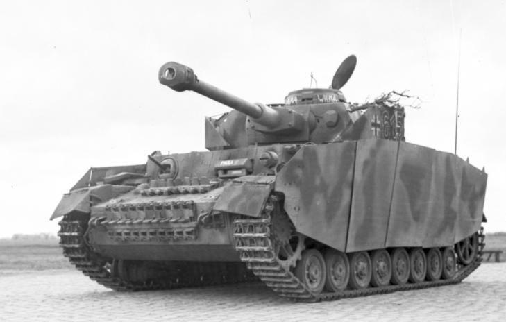 El carro de combate de la imagen acabó siendo el caballo de batalla alemán. ¿Como se llamaba?