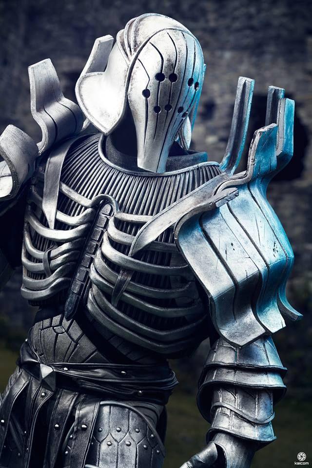 Tu rival está acorazado, empuña una monstruosa maza y un escudo que es el doble de tu estatura. ¿Cómo combatirlo?