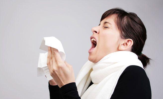 Es imposible estornudar con los ojos abiertos