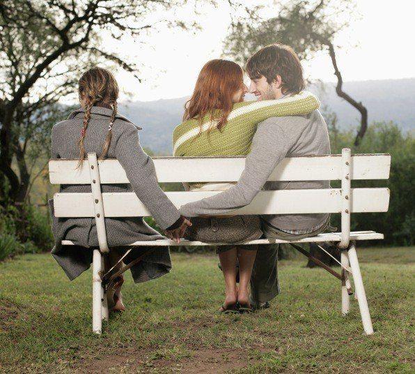 Vale,eres partidario de la monogamia, pero tú podrías entender mejor una infidelidad por: