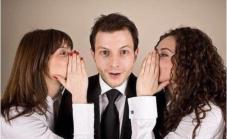 Una mujer habla de media 20.000 palabras al día, más del triple que un hombre