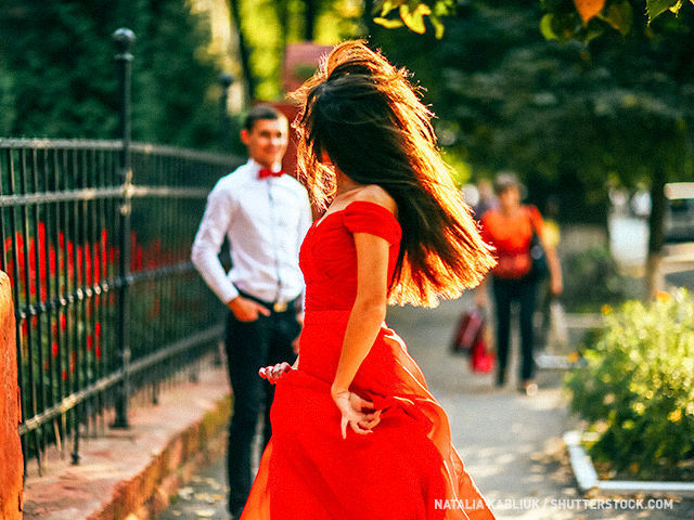 En este país el 14 de febrero se prohíbe vender objetos de color rojo y lucir ropa roja en la calle.