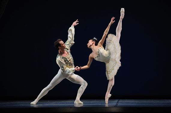 En este país están prohibidos la ópera y el ballet.