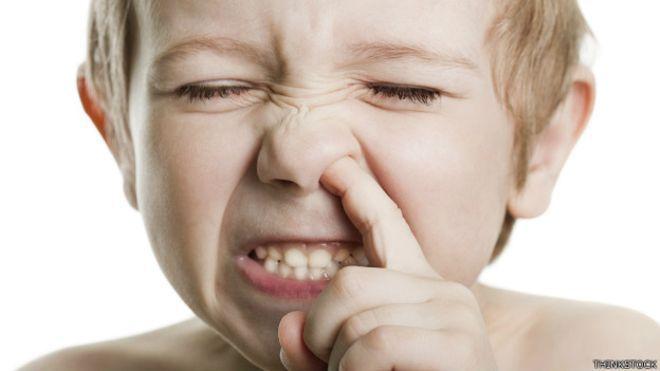 En este pais está prohibido meterse el dedo en la nariz los Sábados.