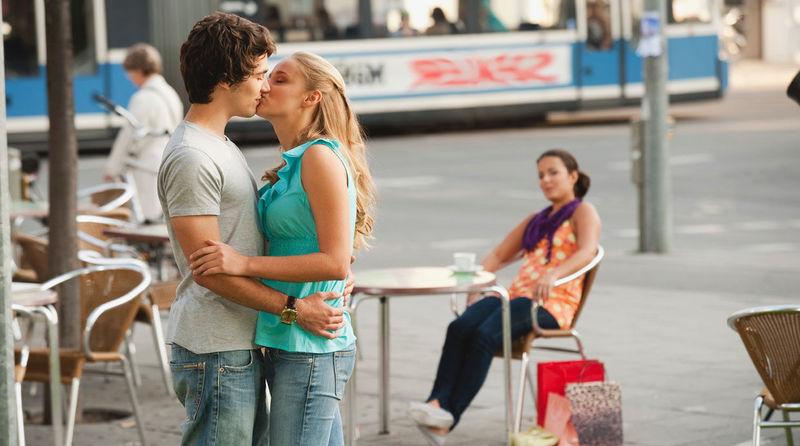 En Este país esta Prohibido besarse en público