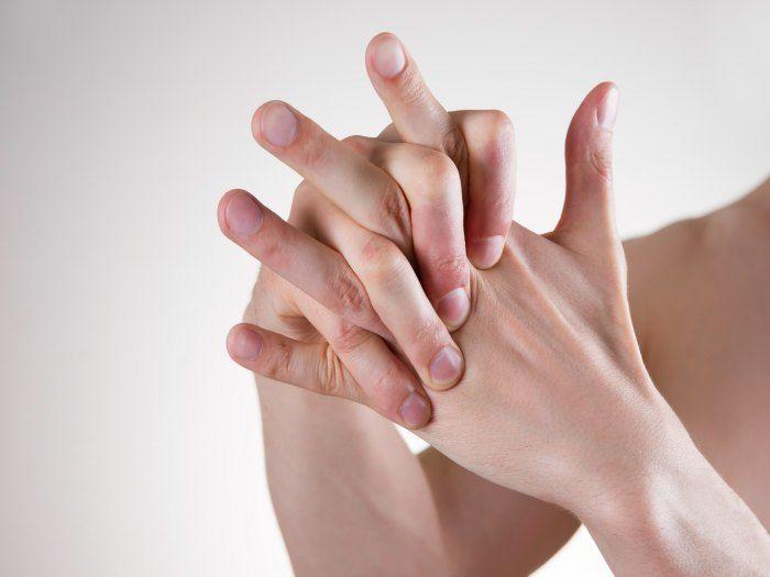 ¿Por qué crujen los dedos cuando los doblamos o estiramos?