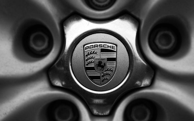 En el museo de Porsche, se encuentra el objeto donde Ferry Porsche esbozó por primera vez el logo actual de Porsche. Es: