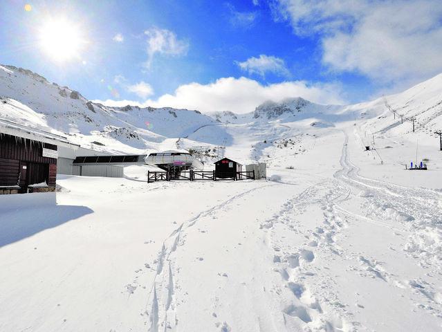 ¿Cómo se llaman las dos estaciones de esquí leonesas?