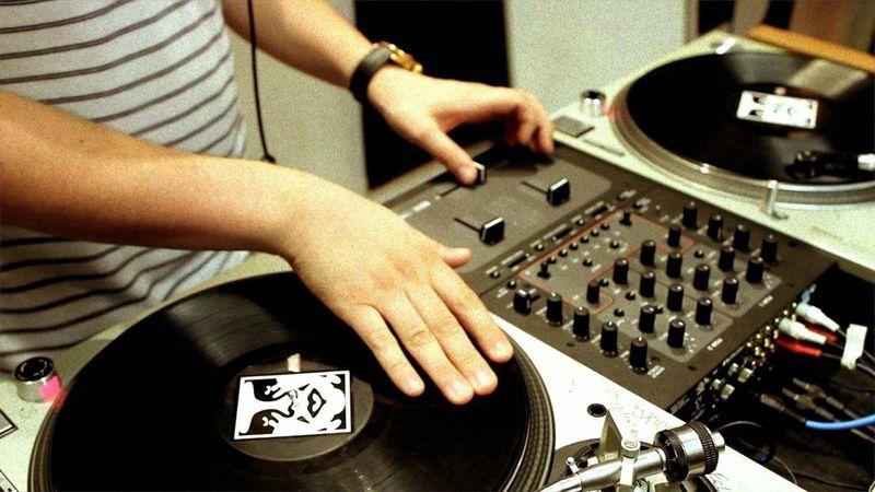 24180 - Productores de rap (España)