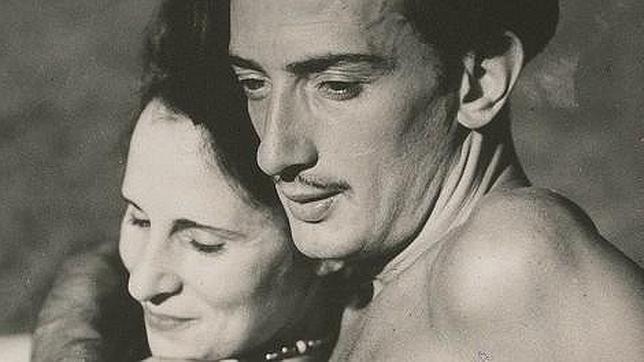 ¿Con qué extravagancia Salvador Dalí llamaba la atención de su amada Gala?
