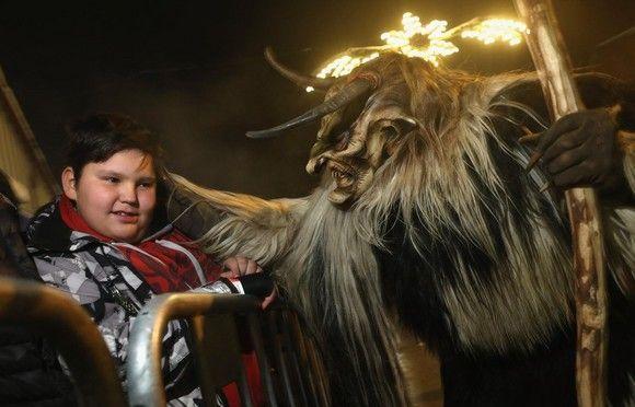 En Austria es costumbre disfrazarse el 5 de Diciembre del demonio anti-Navidad Krampus
