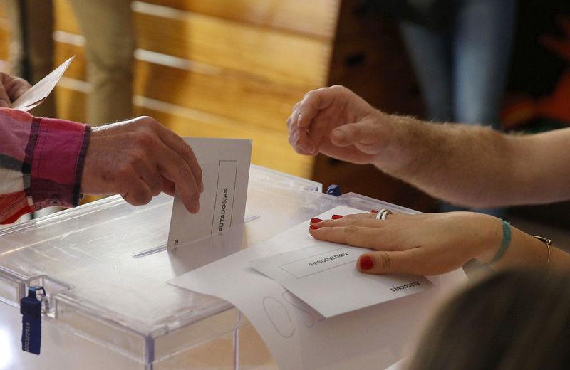 ¿Cuántos escaños de diferencia hubo entre el 2º y el 3º partido más votado en las elecciones del 2011?
