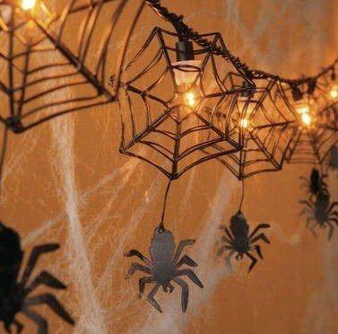En Ucrania los Arboles de Navidad se decoran con Arañas y Telarañas Artificiales