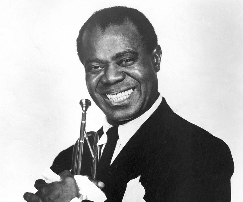 ¿Cuál es el registro vocal de: Louis Armstrong?.