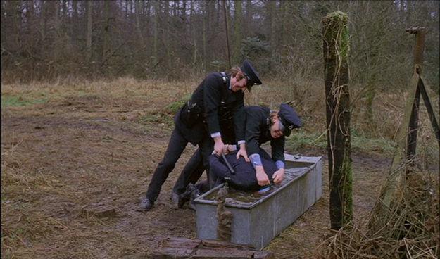 """Malcolm McDowell realmente se estaba ahogando en la escena de """"La Naranja Mecánica"""" donde su cabeza es hundida en agua."""