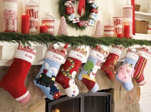 ¿Cuál es el origen de colgar calcetines en Navidad, según la tradición?