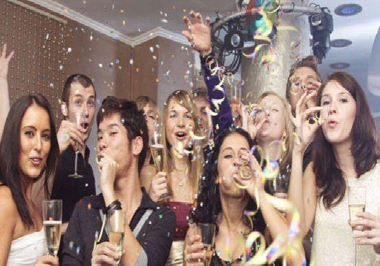 ¿Cuál de estos ritos y costumbres que se hacen en España para tener buena suerte en el nuevo año no se realiza así?