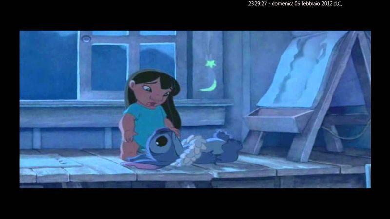 Muy difícil, ¿qué personaje aparece en el caballete de Lilo cuando ésta se asoma la ventana?