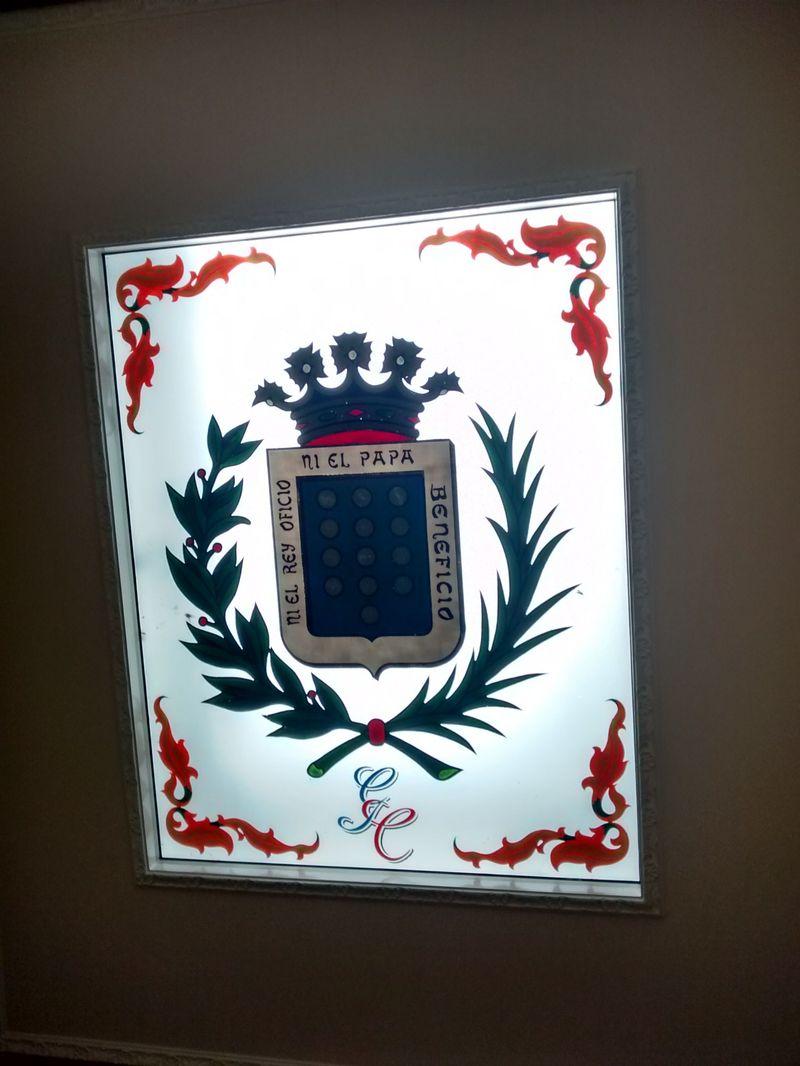 ¿Qué significa el lema de su escudo?