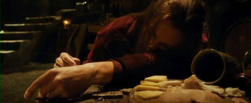 ¿Cómo se llamaba el elfo silvano que cuidaba los barriles de la bodega y el cuál se emborracho?